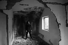 untitled with mask n.7 (Vincenzo Elviretti) Tags: monte scalambra serrone roiate lazio roma provincia maschera mask black white stupro edilizio paesaggio abbandono abandoned inquietudine mistero fantasma ghost nikon mistery