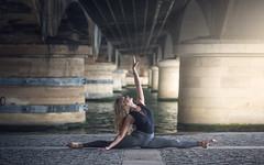 (dimitryroulland) Tags: nikon d600 85mm 18 dimitry roulland natural light performer art france paris dance dancer flexible people flexibility bridge split