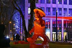 P1060037b - Colorful world (JB Fotofan) Tags: frankfurt germany bunt colorful luminale lumixfz1000 architecture building gebude light lichter street streetfoto statue orange lila