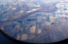 Rtselbild (langkawi) Tags: aerial view midwest flyover states circles airplane kreise circular crop irrigation cropcircles centerpivotirrigation beregnung bewsserung