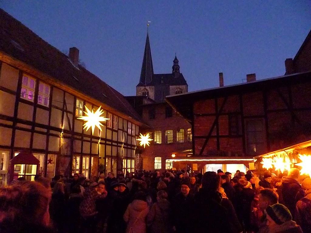 Pastellfarbene Christbaumkugeln.Quedlinburg Weihnachtsmarkt