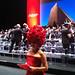 Lucila Pinto antes de subir na estrutura de 3 m para apresentar evento no  Teatro Municipal de SP