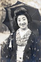 Tomigiku (rosarote) Tags: show japan kyoto geiko geisha vintagepostcard    gion  taisho  bijin        tomigiku
