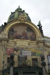 Praag  -  Representatiehuis uit 1911 (Sjim Geugjes) Tags: de is het op van hommage een praag bron kunstenaar aan gevel mozak pillar httpwwwjudithsgardeneufotogalleryvakanties20en20uitstapjespraaghtm