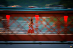 Across the bridge (Otaclio Rodrigues) Tags: garota girl panning pontes bridges vermelho red urban streetphoto travessia crossing cidade city veculos vehicles luzes lights resende brasil oro jovem young inspiredbylove topf25 topf50