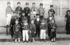 1915 (vers) Fte des Ecoles prives 01 (HCLM) Tags: ecole elves enfants garons filles possonnire educationnationnale