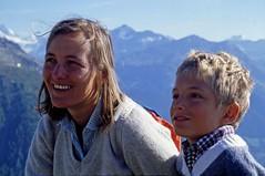 Sorrisi di una lontana vacanza estiva (1981) (giorgiorodano46) Tags: agosto1981 august 1981 giorgiorodano stluc valais vallese suisse svizzera switzerland schweiz anniviers cabanedelabellatola bellatola