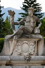 Sinaia, het Pele kasteel, in de beeldentuin, Roemeni 2016 (wally nelemans) Tags: sinaia pelekasteel castle beeldentuin sculpturegarden roemeni romania 2016