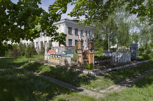 Model near Vitebsk 4th Gymnasium, 17.05.2014.