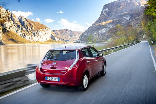 """Nissan LEAF -032 <a style=""""margin-left:10px; font-size:0.8em;"""" href=""""http://www.flickr.com/photos/128385163@N04/30594182100/"""" target=""""_blank"""">@flickr</a>"""