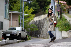 Hitomi-san (Eric Flexyourhead) Tags: kitano kitanocho 北野町 chuoku 中央区 kobe kobeshi 神戸市 hyogo 兵庫県 kansai 関西地方 japan 日本 photographer friend japanese hitomisan smile smiling happy cute kawaii かわいい sonyalphaa7 zeisssonnartfe55mmf18za zeiss 55mmf18