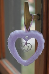 CORAZN VIOLETA PARA COLGARLO  HECHO DE CERA (ilmiomondoincera) Tags: corazon violeta colgar cera parafin decoracion casa regalo bomboneras valentin artesanal vainilla