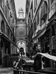 It's lunch time (Riccardo Palazzani - Italy) Tags: lunch time pranzo woman cameriera waitress orologio clock maccdeleure brescia vicolo street photograpy loggia palazzo piazza square alley lombardei ロンバルディ 伦巴第大区 lombardie ломбардия lombardia لومباردي 롬바르디아 italia italie italien italy 이탈리아 италия itália italië イタリア italya 意大利 إيطاليا riccardo palazzani veridiano3 olympus omd em1 déjeuner mittagessen обед almoço almuerzo girl ragazza