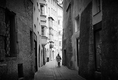 lonely (Erwin Vindl) Tags: lonely streetphotography streettogs candid blackandwhite bw monochrome innsbruck erwinvindl olympusomd em10markii