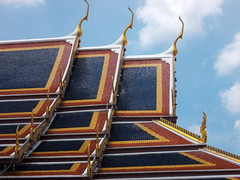 Temple roof (Connie Churcher) Tags: travel bird thailand temple bangkok buddha royal jade grandpalace temples emerald emeraldbuddha phraborommaharatchawang grandpalacetemples
