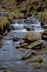 crowden brook (Ron Layters) Tags: longexposure england water grass geotagged stream pentax unitedkingdom derbyshire peakdistrict slide boulder falls waterfalls valley transparency fujichrome provia clough edale moorland kinderscout pentaxmz10 crowdenbrook ronlayters slidefilmthenscanned upperbooth mz10 openaccessland thedarkpeak valeofedale geo:lat=533777825604991 geo:lon=1852456119383655 highestpositioninexplore281ontuesdaymay212013