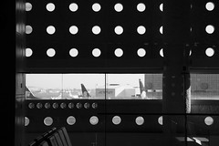 Aeroporto Cidade do Mexico (Angelita Niedziejko) Tags: composition canon photography flickr sombra framing lugar composiao composio iluminate pretoebanco rebelt2i