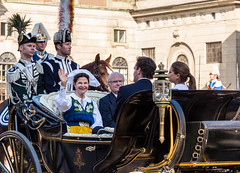 A Smiling Queen, National Day of Sweden June 6 (Maria_Globetrotter) Tags: family chris portrait 6 house beautiful smile june juni couple king married princess sweden stockholm von christopher royal handsome prince swedish parade queen national carl silvia sverige typical madeleine engaged herr gustaf paret monarchy och av prins familjen royals oneil kungen duchess knig svenska dagen hst knigin bernadotte xvi portrtt hlsingland drottning nationaldagen kungliga vacker prinzessin vagn prinsessan 2013 gstrikland barouche kortegen konungen gifteml drottningen kalesch vinkar oneill oneil kungaparet frlovad hertiginna paradkalesch