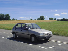 Peugeot 205 GR de 1992 3807 TH 37 - 4 août 2013 (Rue de la Bafaudrie - Montbazon) 1 (Padicha) Tags: auto new old bridge france water grass car station electric truck river french coach ancient automobile eau indre police august voiture ruine cher rest former 37 nouveau et loire quai français nouvelle vieux herbe vieille août ancienne ancien fleuve nationale vehicule électrique reste gendarmerie gazon indreetloire française épave nouveauté véhicule utilitaire restes végétalisée letramdetours padicha