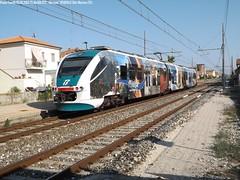 L' Abruzzo in un treno (Paolo Fanelli) Tags: ale r ti reg fs abruzzo trenitalia regionale minuetto ale501 ale502 ale501072 r12143 reg12143 ale502072