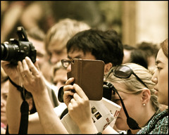 capturing mona lisa at the louvre .... (ana_lee_smith) Tags: camera travel paris france tourism museum lens photography gallery minolta image louvre monalisa exhibit tourists musée beercan photograph visitors tablet viewing iphone thelouvre leonardodavinci ipad capturing photosof analeesmith minoltaaf70210mm sonyslta33