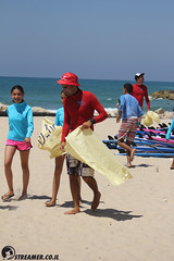 IMG_8732 (Streamer -  ) Tags: ocean sea people green beach nature students ecology up israel movement garbage sunday north group young cleanup clean teen shore bags  nonprofit streamer  initiative enviornment    ashkelon          ashqelon   volonteers      hofit