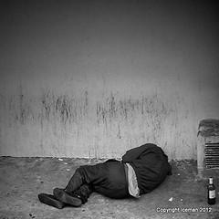 alcool (Didier Iceman) Tags: noiretblanc bnw blackwhite paris alcool sdf pauvret