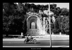 Bryzlame - Octobre 2016 - 002-Flux (bryzlame - photo) Tags: bryzlame monochrome nice promenade anglais sony rx 100 moto motard easy rider