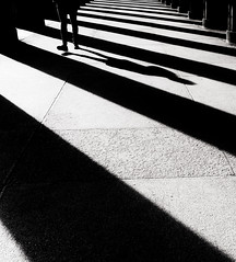 (Magdalena Roeseler) Tags: erste wahl bw sw monochrome moments shadow lines street strassenfotografie streetphotography geometry people olympus