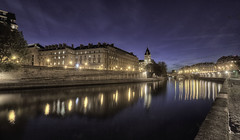 Just before the Blue Hour , Paris . (StephanieB.) Tags: 36 batiments eau expositionlongue extrieur france iledelacit longexposure night nuit outside paris quaidesaugustins quaidesorfvres reflcetion reflet seine sonyilca77m2 water
