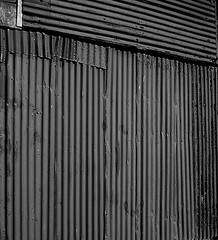 Nancherrow (leavesandpuddles) Tags: stjust cornwall cornish kernow penwith corrugated corrugatediron ripples abstracted patterns ridges doors porte blancetnoir blackandwhite bw biancoenero schwarzundweiss monochrome nancherrow