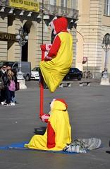 Cambia l'abito ma non il trucco (ikimuled) Tags: centroest piazzacastello artistidistrada