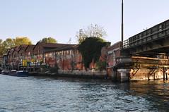 Italien Venedig DSC_0573A (reinhard_srb) Tags: italien venedig lagune insel meer stadt urlaub freizeit reise ferien tourismus lagerhaus fracht boot lkw lebensmittel waren versorgung canali di venezia verladeplatz rampe getrnke kiste