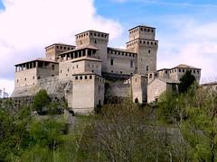 castello di Torrechiara (g.fulvia) Tags: castle italia chateau castello middleages medioevo torrechiara fortezza parmense top20castle