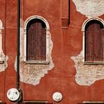Fenêtres rouges thumbnail