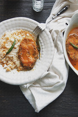 fish curry  (in nigella flavored sauce) (Soma.R) Tags: indian seafood nigella glutenfree fishcurry kalonji spicyfish curryrecipe bengalifishcurry foodmemories fishrecipe deepfriedfish bengalicuisine indianfishcurry spiceandcurry retrorecipe bengalirecipe seafoodrecipe cookingwithmustardoil spicyfishcurry authenticbengalirecipe howtomakebengalifishcurry pepperyfish retrobengalirecipe fishcurrywithoutonion indianblog purevirginmustardoil authenticcurryblog authenticcurryrecipe biyebarirdupurerkhawa biyebarirmaach biyebarirmaacherjhal curryblog easyfishcurryrecipe eatinginbananaleaf fishcurrywithmustardoil fishcurrywithnigella fishwithspices howtomakemaacherjhaal kalojeerediyemaacherjhal kalojeererjhol maacherjhaal macherjhaal nemontonnobarirlunch soupyfish