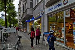 Bayerisches Brot für die Berliner (Helmut Reichelt) Tags: leica berlin germany münchen deutschland stadt westend m9 hofpfisterei leicaelmarit28mmf28iii reichsstrase colorefexpro4 captureone7
