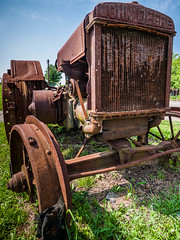 Panasonic G1 Tests: Such a Deere Old Tractor (Entropic Remnants) Tags: pictures outdoors photography stand photo image photos pics farm picture pic images panasonic photographs photograph g1 roadside remnants entropic dmcg1