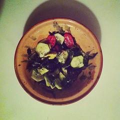 50η μέρα, βραδινό: σαλάτα με φύκι wakame, αγγούρι, ντοματίνια, αβοκάντο, mirin, soy sauce & σησαμέλαιο. #natachef #diet #dietry #dietporn #instadiet #instafood #food #foodie #healthy #seaweed #dinner
