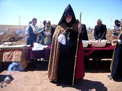 """Der armenische Erzbischof feiert die Grundsteinlegung einer neuen armenischen Kirche in Anwesenheit einer ökumenischen Delegation. • <a style=""""font-size:0.8em;"""" href=""""http://www.flickr.com/photos/65713616@N03/9306392051/"""" target=""""_blank"""">View on Flickr</a>"""