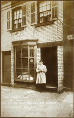 PC60-60f-9 (Schlesinger Library, RIAS, Harvard University) Tags: photographs greenwichvillage jessietarboxbeals littleshoparoundthecorner