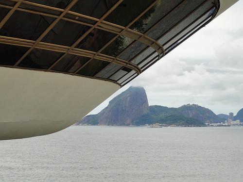 Museu de Arte Contemporânea. Oscar Niemeyer (1996). Niterói - Brasil (2011)