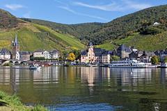 Bernkastel (Heinz Peierl) Tags: bernkastel mosel landschaft natur weinberge bootfahren wandern radfahren angeln