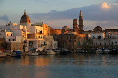 Monopoli ... (Z Eduardo...) Tags: monopoli italy italia eu europe water city harbour sunset puglia