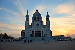 Piedmont, Italy (thebookhunter) Tags: chiesa church architecture fall autumn sky sunset colours colors glise iglesia tramonto crepusculo gita trip daytime day outdoor holiday