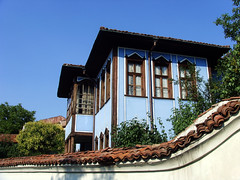 Old Plovdiv, Bulgaria - National Revival period architecture (johnnysenough) Tags: 62 oldplovdiv nationalrevivalperiodarchitecture plovdiv bulgaria bălgarija bulgarie bulgarien centraleurope пловдив 18th19thcentury balkanarchitecture historical travel vacation 100citiesx1trip snv37804