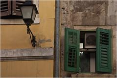 0216-DECADENCIA CROATA EN ROVINJ (-MARCO POLO--) Tags: ciudades rincones pueblos ventanas farolas