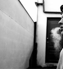 #fumo #cigarrete #monocromtico. (fabiomoreira333) Tags: fumo cigarrete people monocromtico vibes