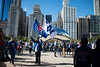 Man holding Chicago Cubs flags in front of Chicago bean during Cubs World Series celebration (spudart) Tags: 110tons 2016 2016cubsrally 55nmichiganave 60603 attplaza anishkapoor chicago chicagobean cloudscape illinois magnificentmile michiganavenue millenniumpark usa art bean big built2004 chicagoist cloudgate downtown huge large loop polished popular publicart sculpture shiny stainlesssteel