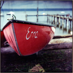 Erna (Ulla M.) Tags: ammersee bayern expiredfilm greatwall canoscan8800f tetenalcolortec selfdeveloped selbstentwickelt see 6x6 mittelformat boot vignette umphotoart